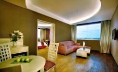 aston-cirebon-hotel-suite-room